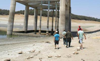 El desembalse del pantano de Valdecañas impide abastecer de agua a Berrocalejo