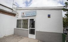 Un problema de seguridad del edificio mantiene cerrada la sede de Santa Lucía de Cáceres