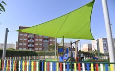 El Cerro Gordo estrena el primer parque infantil con sombra artificial de Badajoz