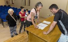 Recogen firmas para denunciar irregularidades del plan de empleo