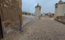 La piel del Hornabeque de Badajoz se cae a trozos