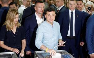 El partido de Zelenski gana las legislativas en Ucrania pero podría no alcanzar la mayoría absoluta