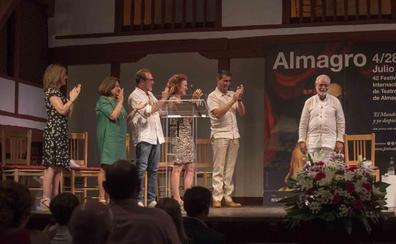 El director extremeño Manuel Canseco recibe un homenaje del Festival de Almagro