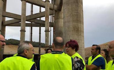 García Bernal visita las obras urgentes en Valdecañas para que los agricultores puedan regar