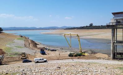 Avanza la obra en Valdecañas pero el riego no podrá llegar a Peraleda hasta el fin de semana