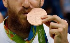 Medallas olímpicas hechas de móviles reciclados