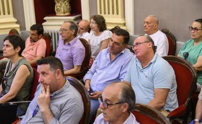 Vélez rechaza condenar el franquismo en el pleno de Badajoz