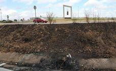 Un joven rescata a una mujer de un vehículo en llamas en Badajoz