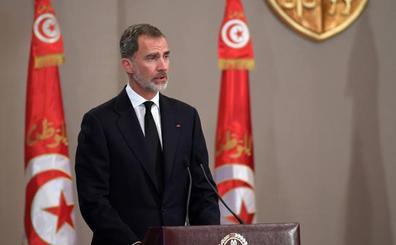 Felipe VI asiste al funeral de Essebsi, padre de la democracia en Túnez
