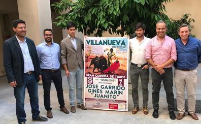 Juanito, José Garrido y Ginés Marín, en el cartel de Villanueva del Fresno