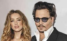 Depp dice que Amber le quemó con un cigarrillo