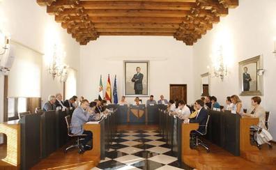 La Diputación de Cáceres aprueba el nuevo organigrama laboral, en un pleno al que Aguilera no asiste