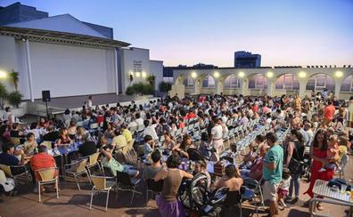 El 'Cine de una noche de verano' llena la terraza del López de Ayala de Badajoz