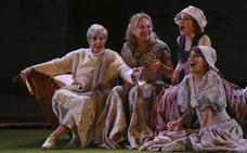 'Metamorfosis' desbordó el Teatro de Mérida en su estreno con una escenografía fantasiosa