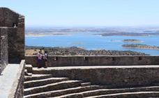 Monsaraz, el balcón sobre las aguas de Alqueva al otro lado de la Raya