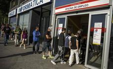 La menor caída del paro en julio en once años no logra bajar de los 3 millones de desempleados