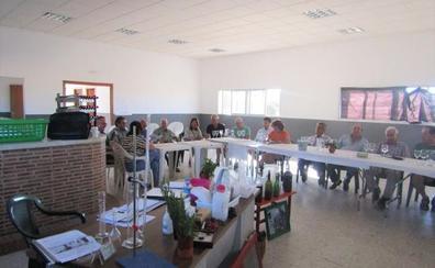 Adicomt lleva a cabo talleres sobre el vino como posible nicho de empleo en Trujillo
