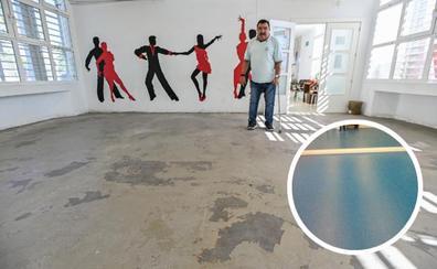 El Centro Cívico de Pardaleras lleva dos años sin suelo en el salón de eventos