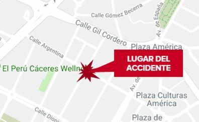 Una mujer de 35 años resulta herida en el choque entre un coche y una moto en Cáceres