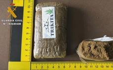 Detenido un varón de 39 años que tenía un punto de venta de drogas en su tienda en Moraleja