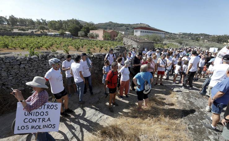 Concentración en Montánchez contra la instalación de los aerogeneradores