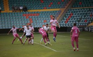 El Badajoz sigue peleado con el gol