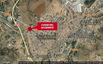 Herido con policontusiones un motorista tras caer por un pequeño barranco en Jerez de los Caballeros