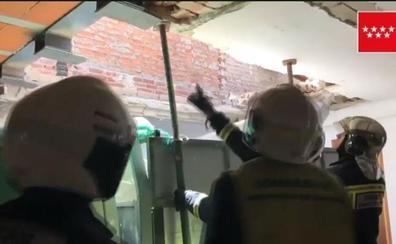 Muere un hombre y su padre resulta herido grave al caer un muro en la obra de su casa en Madrid