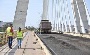 Arrancan las obras de asfaltado del puente Real en Badajoz