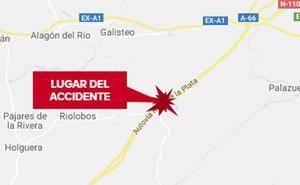 Heridos los dos ocupantes de una motocicleta tras una salida de vía en la A-66, cerca de Riolobos
