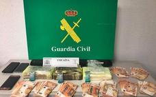 La Guardia Civil detiene en Almendralejo a un conductor que transportaba tres kilos de cocaína