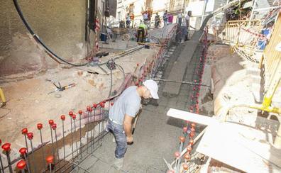 La calle Parras de Cáceres estará cortada este martes para instalar las escaleras de Alzapiernas
