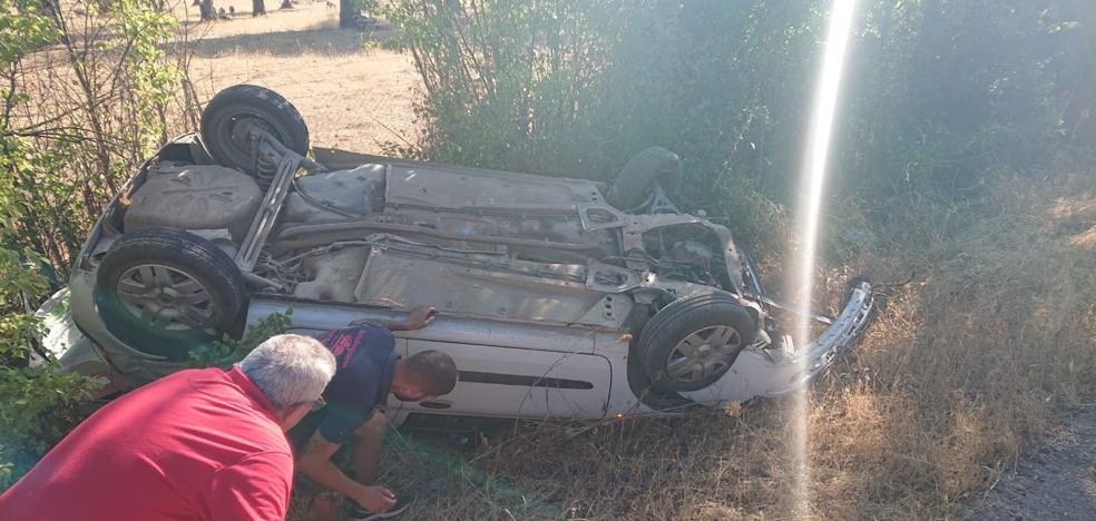 Una mujer resulta herida leve al salirse de la vía cerca de Bodonal de la Sierra
