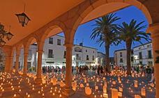 El casco histórico de Coria acoge esta noche el mercado de las velas