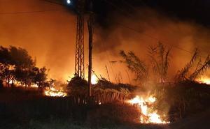 Los bomberos de Badajoz sofocan dos incendios cerca de Gévora
