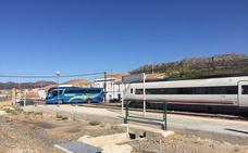 Una avería obliga a los viajeros del tren Badajoz-Madrid a llegar en bus desde Cabeza del Buey