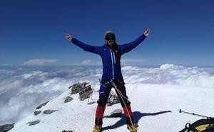 El placentino sordociego Javier García Pajares abraza el monte Elbrus a 5.642 metros de altura