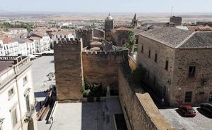 Más de 300 personas visitan la Torre del Horno de Cáceres en su primer día de apertura