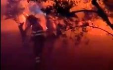 Así trabajan los efectivos del Infoex en la noche: calor, humo y oscuridad
