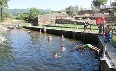 Torre de Don Miguel: Una piscina entre molinos