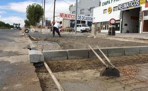 Las aceras de la avenida de Madrid en Don Benito estarán terminadas esta semana