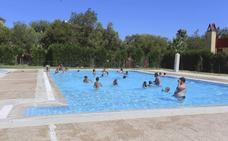 Los usuarios piden que las piscinas de Mérida se abran antes