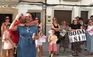 Recorre 368 kilómetros en bicicleta hasta Malpartida de Cáceres para pedir matrimonio a su novia