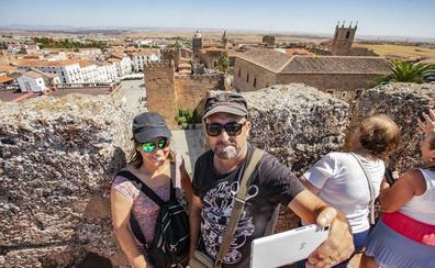 Salaya quiere abrir a las visitas más torres y nuevos tramos de muralla de Cáceres