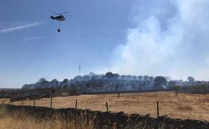 Desactivan el nivel 1 de peligrosidad en el incendio de Calzadilla, ya estabilizado