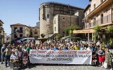 Jarandilla se moviliza para reclamar al obispo que su párroco siga en el pueblo