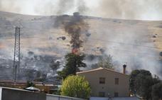 Sofocados dos fuegos de pastos en Cáceres