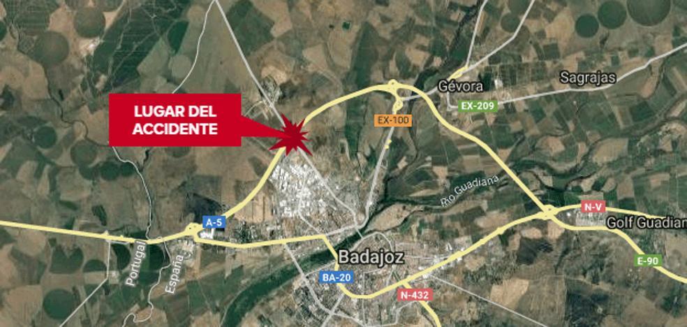 Tres personas resultan heridas leves en una colisión de tres vehículos en Badajoz