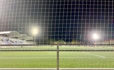 Luces led en el campo de fútbol municipal de Puebla de la Calzada