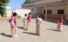 Una treintena de niños participa en el programa estival 'Barrios Activos' de Villanueva